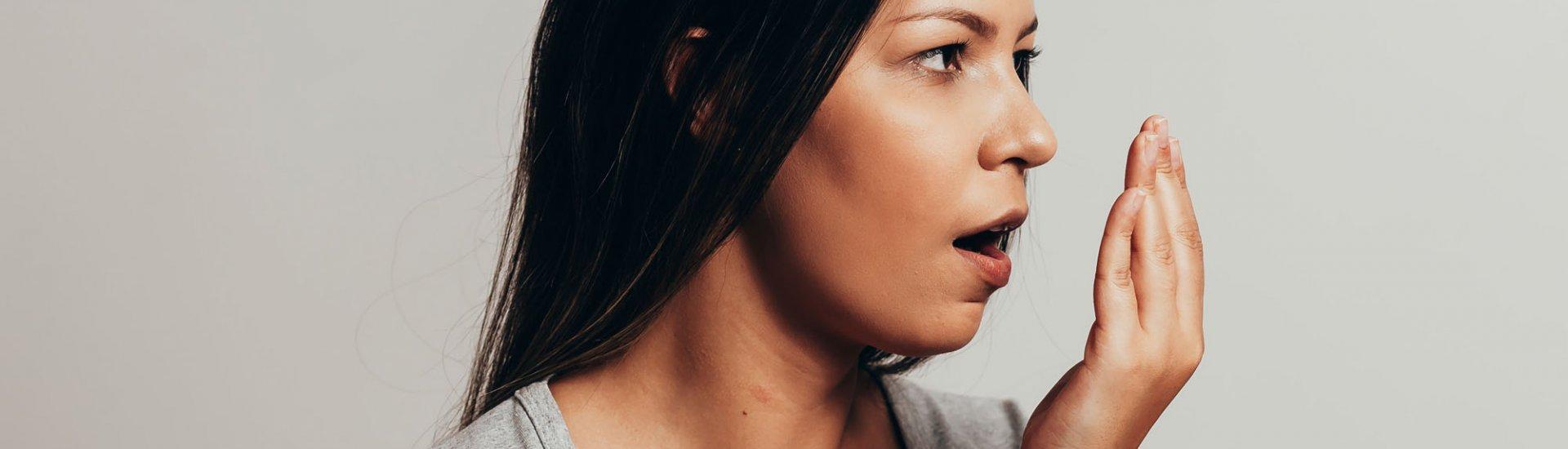 Was tun gegen Mundgeruch? Arten, Ursachen & Hausmittel